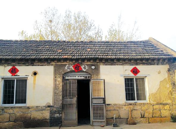 农村老房子内部屋顶