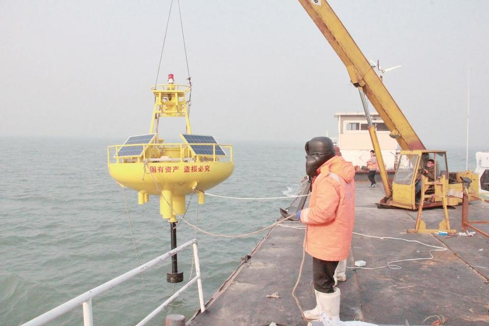 a4版:日照首批海洋生态监测浮标