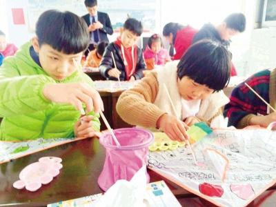7版:萃园社区亲子手绘风筝乐趣多