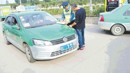 """市交警支队联合开展""""克隆""""出租车非法营运整治活动以来,执法人员在"""
