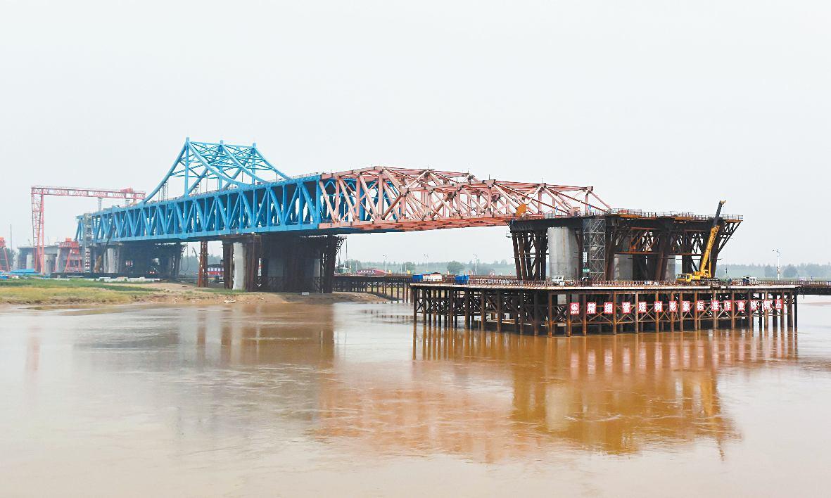 03公里,主桥部分采用顶推法施工,即在黄河济南段的北岸建好桥梁主体图片