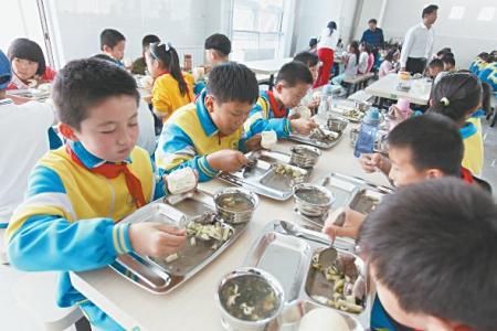 卧龙山小学餐厅正式启用图片